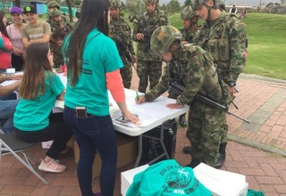 Members of the military signed the drug-free pledge.