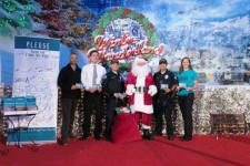 Santa joins the Foundation for a Drug-Free World and the LAPD to help people young and old live drug-free lives.