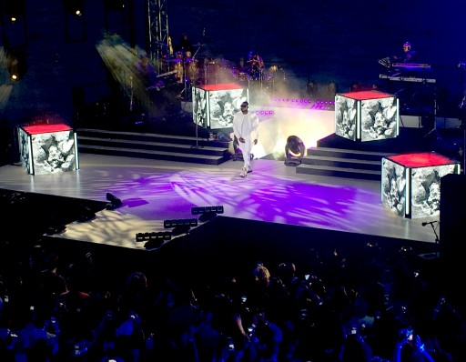 Usher Debuts New Song With Live Performance Using Xylobands LED Wristbands at iHeartRadio Event