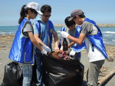 Volunteers from the Church of Scientology Kaohsiung spent a recent afternoon cleaning up a stretch of Cijin Beach.