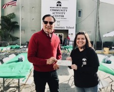 Dr. Farshchian donating to the Miami Rescue Mission