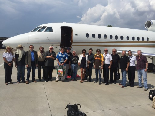 Jones Airways Helps Country Stars Perform Sold-Out Police Benefit