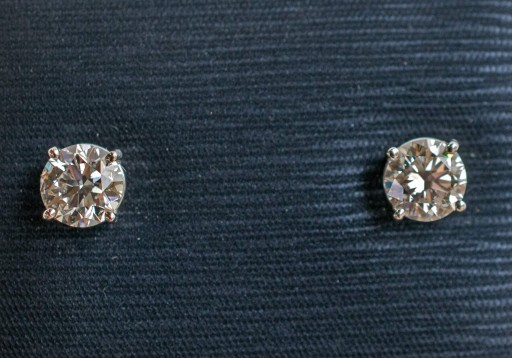 Saskatoon-Based GMG Jewellers Offering a Special Holiday Deal on Diamond Stud Earrings