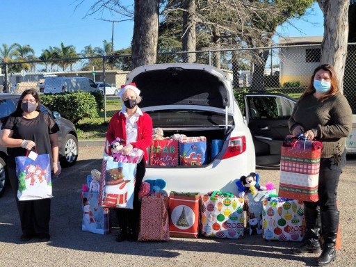 Church of Scientology Ventura Women's Auxiliary Teams Up With Friends of Fieldworkers to Bring the Joy of the Season to Local Families