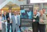 London city councillors, the Jive Aces and volunteers from the Church of Scientology of London joined forces with a drug prevention street event.
