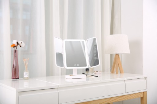 Easehold Releases Its Upgraded LED Makeup Mirror With Three Color Lighting Modes and a Rechargeable 2800mAh Battery